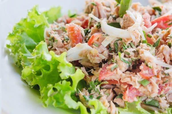 Món salat cá ngừ tươi xanh